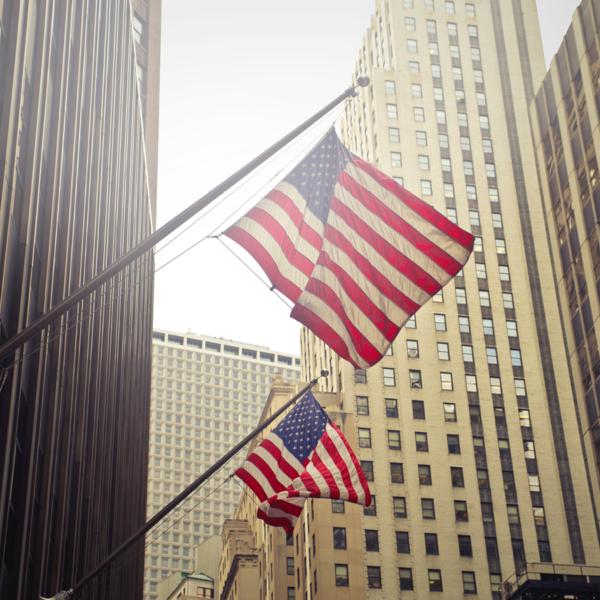 Amerikanska flaggor, höghus